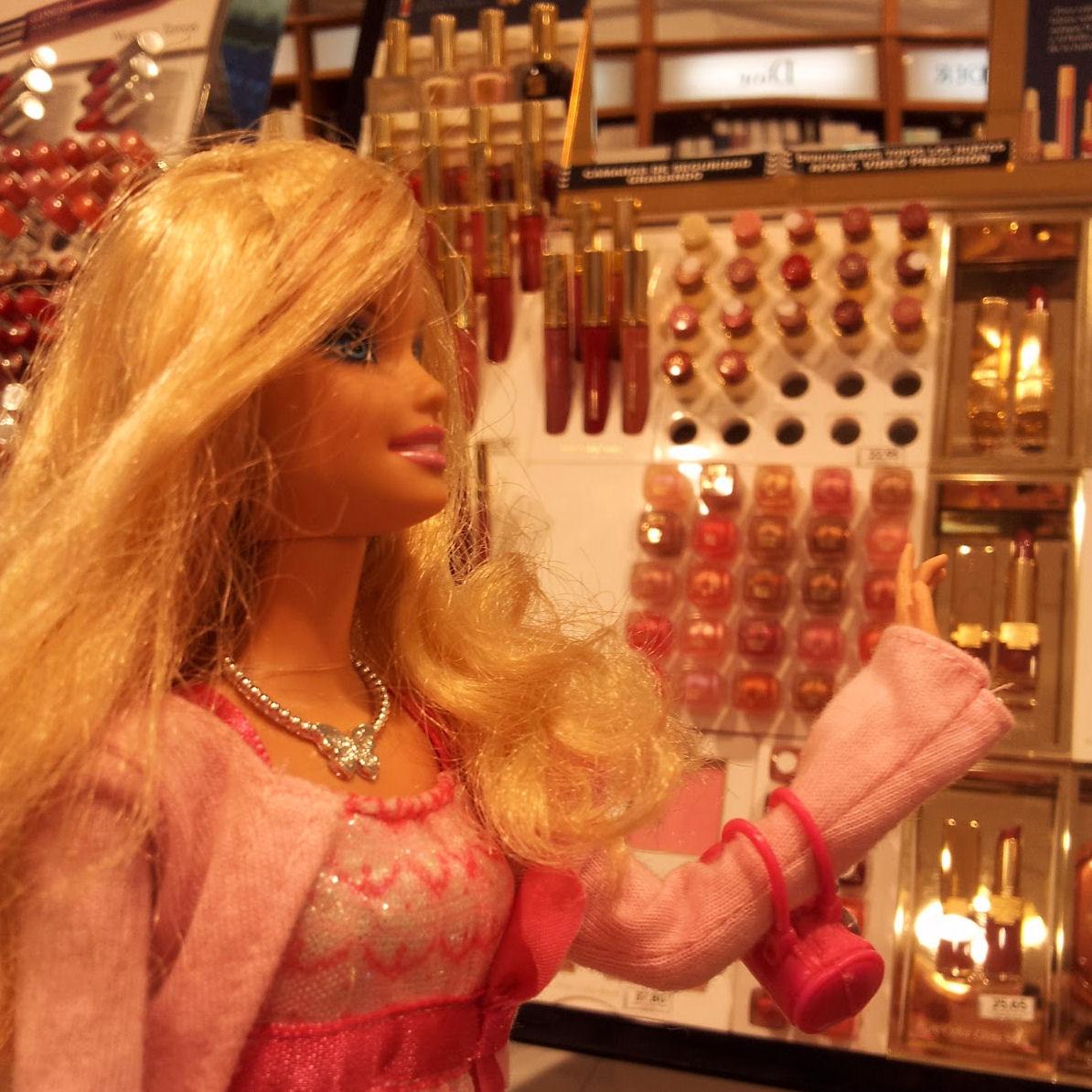 barbie comprando