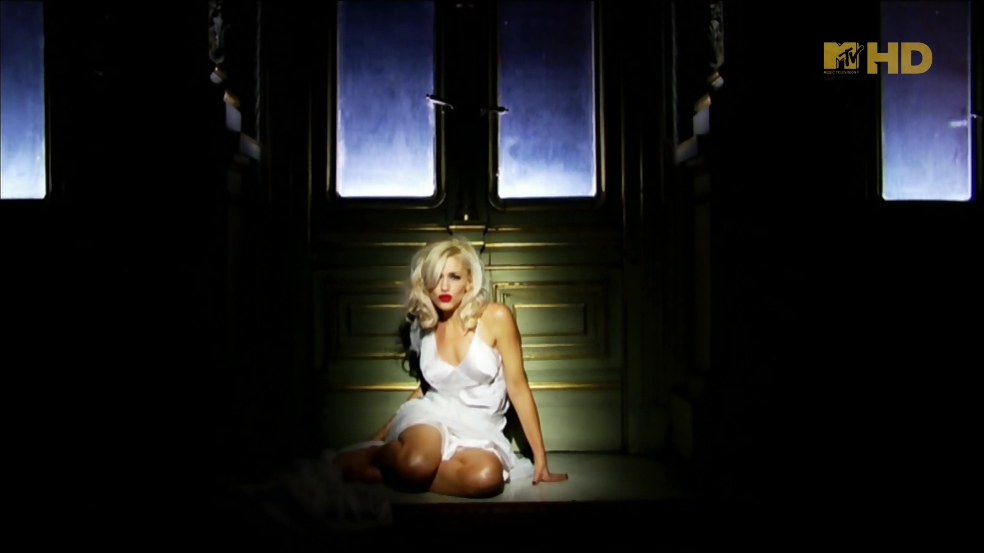 gwen stefani early winter video 01