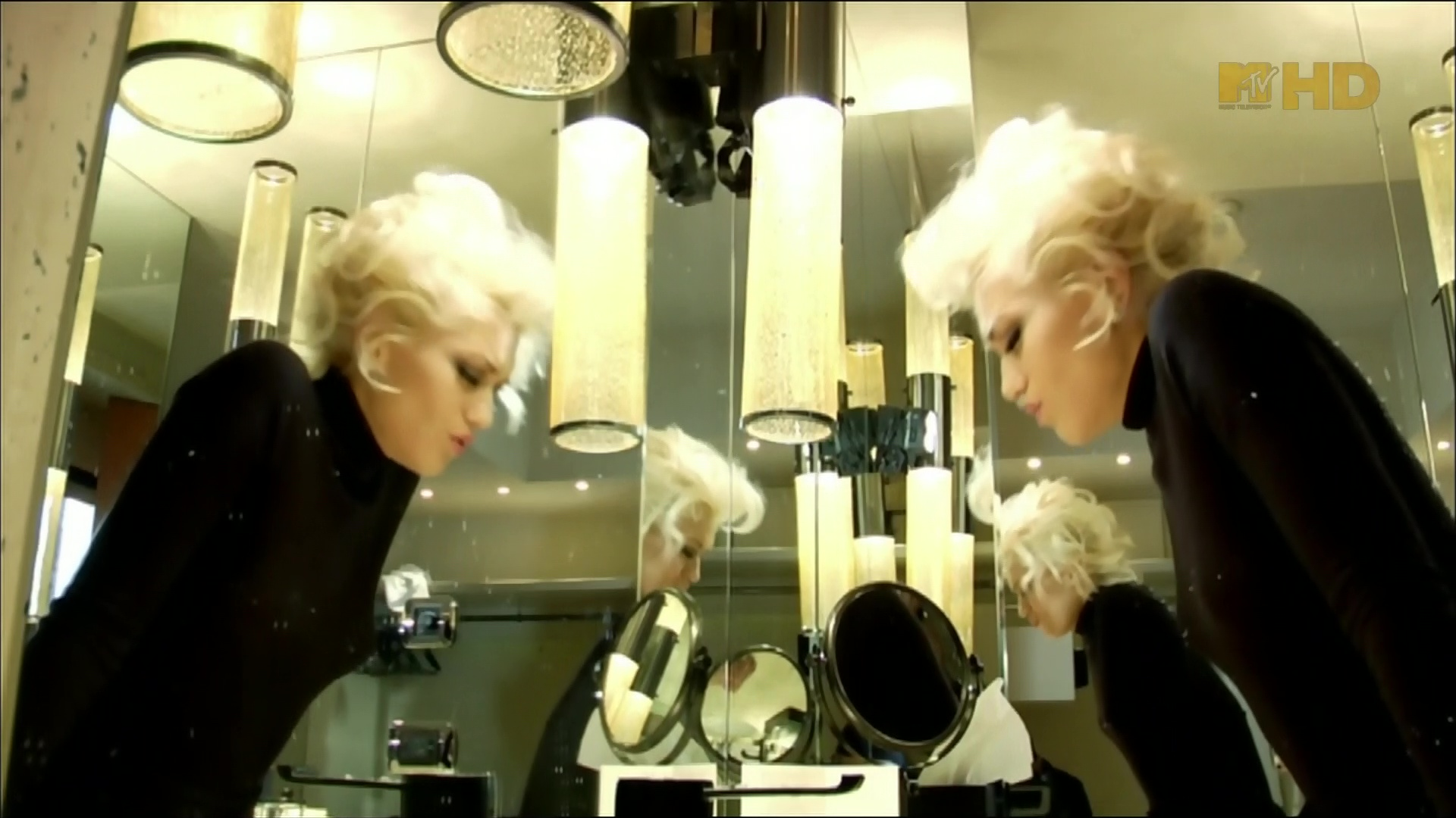 gwen stefani early winter video 12