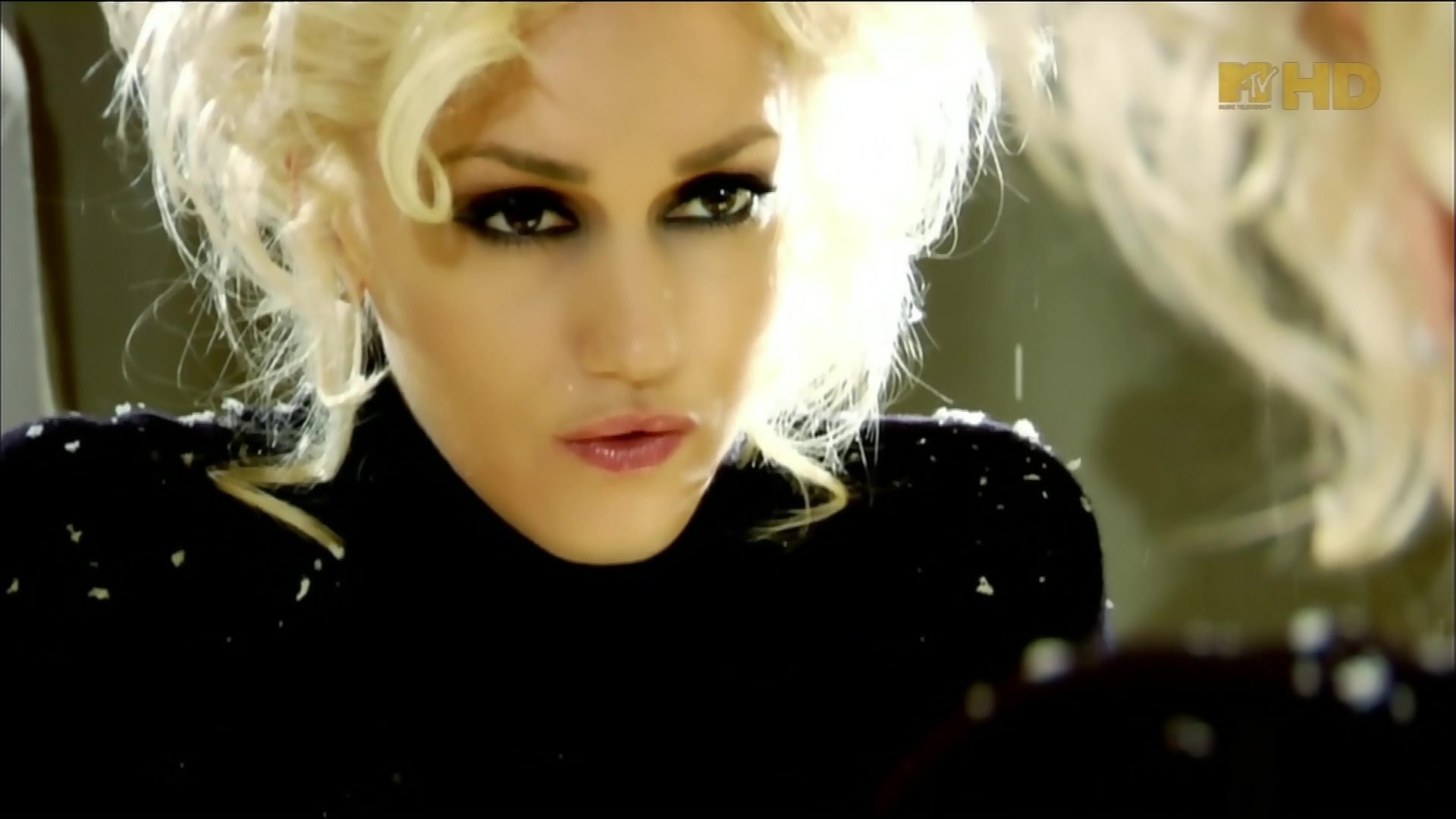 gwen stefani early winter video 13