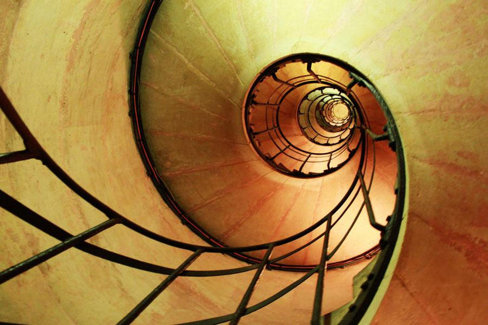 escalera caracol arco de triunfo
