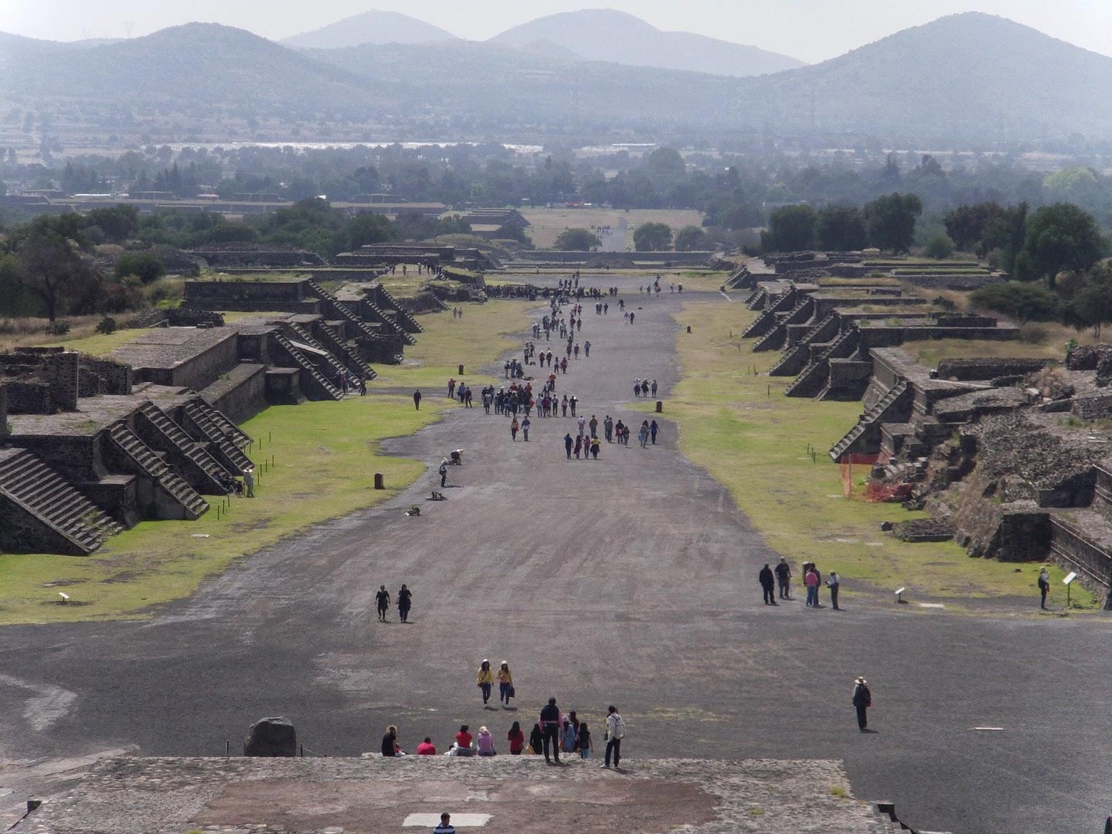 via calzada muertos teotihuacan