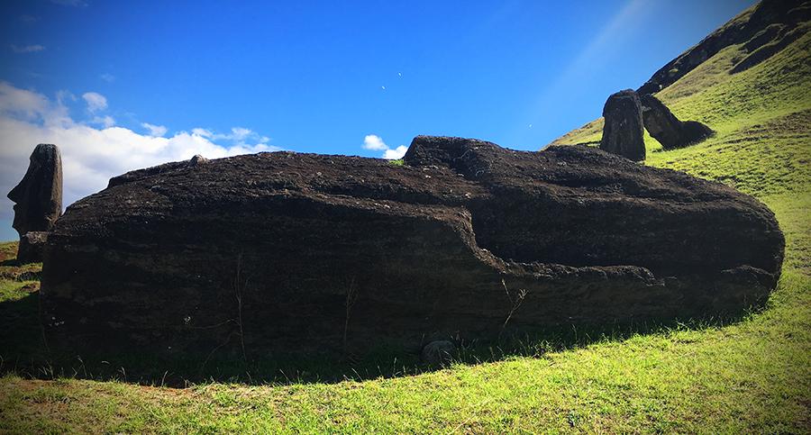primer moai Tai Hare Atua