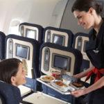¿Por qué la comida de los aviones sabe tan mal?