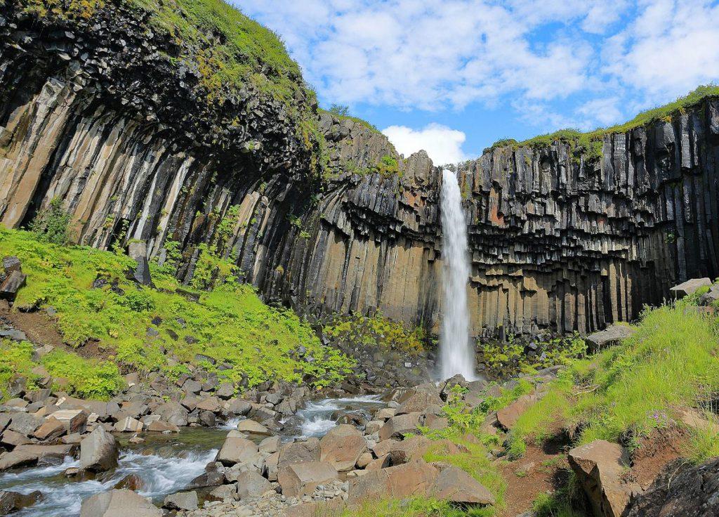 parque skaftafell cascada svartifoss islandia