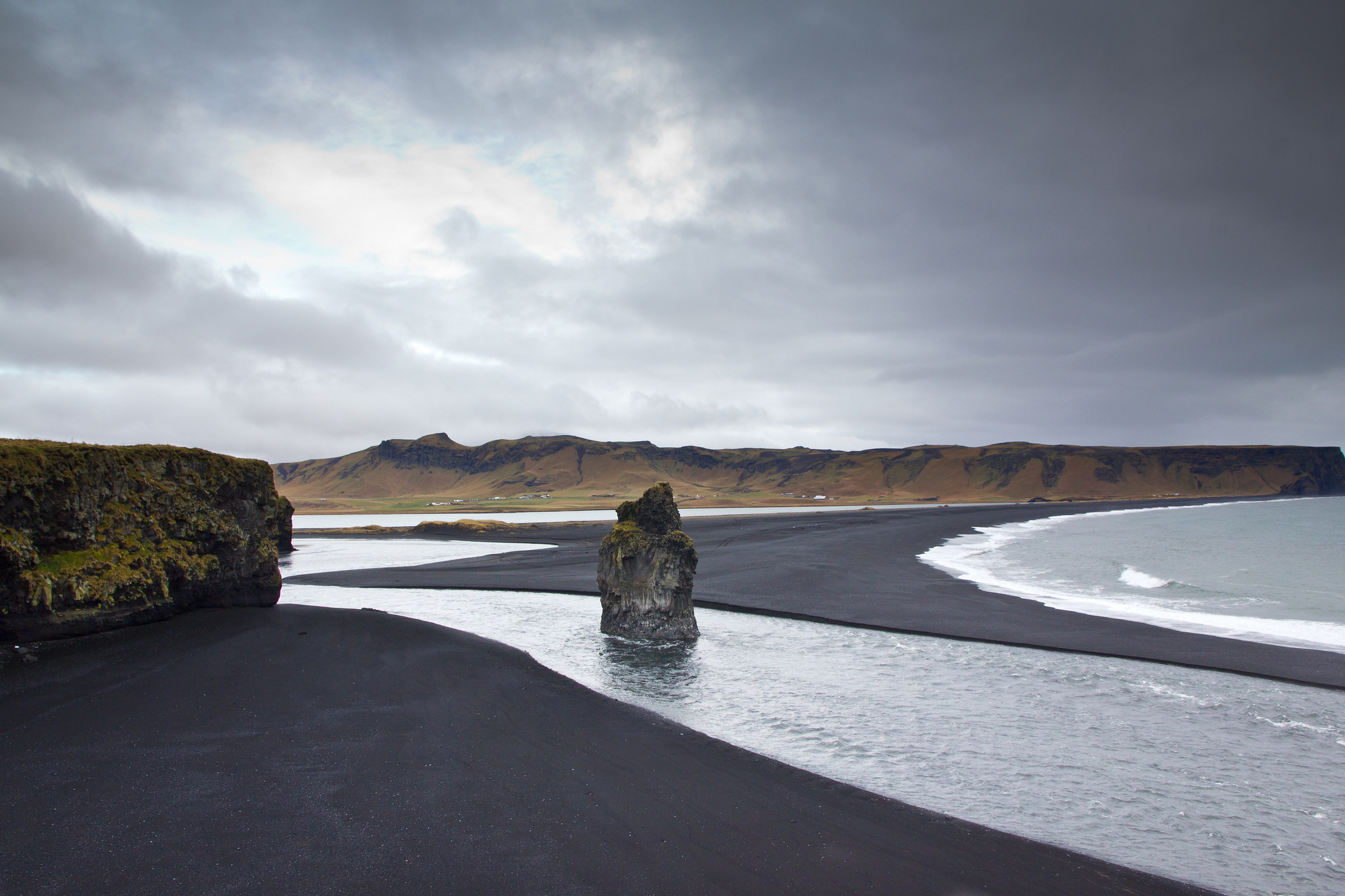 playa negra vik islandia
