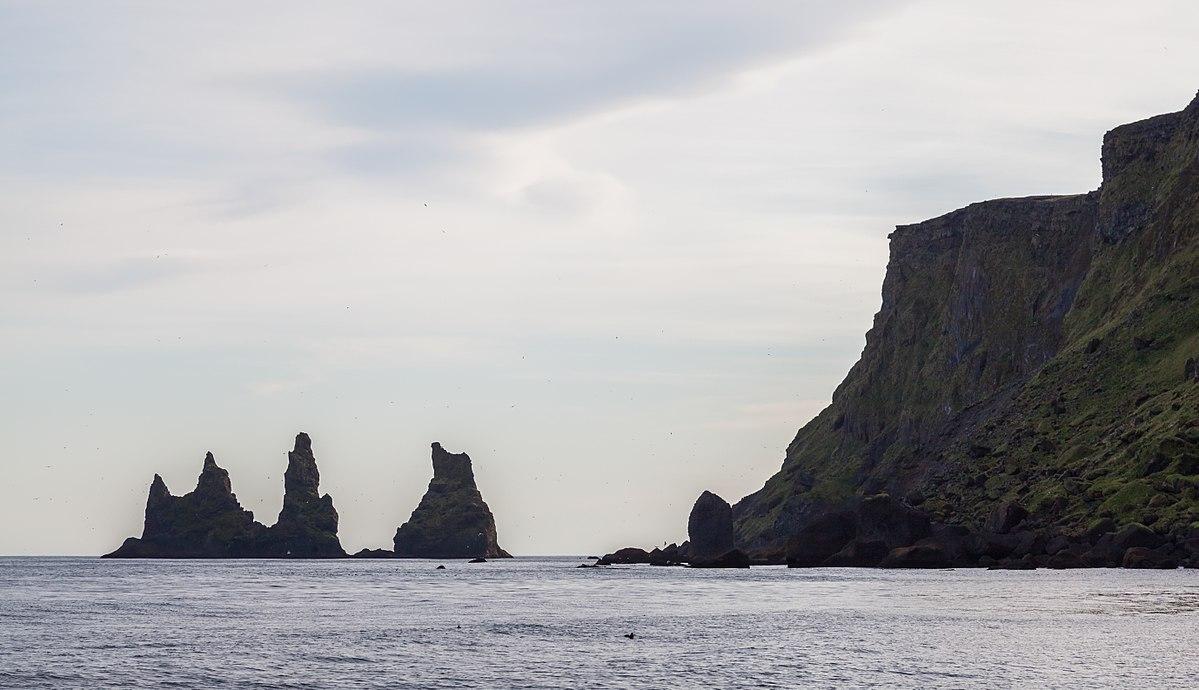 reynisdrangur islandia rocas