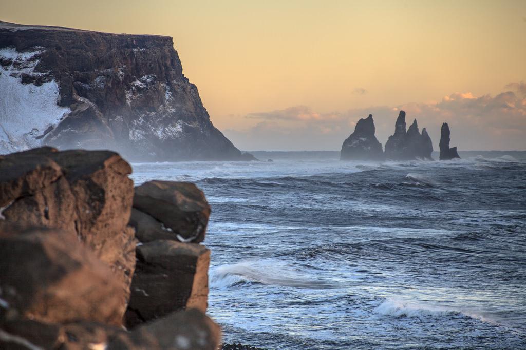 reynisdrangur islandia trolls