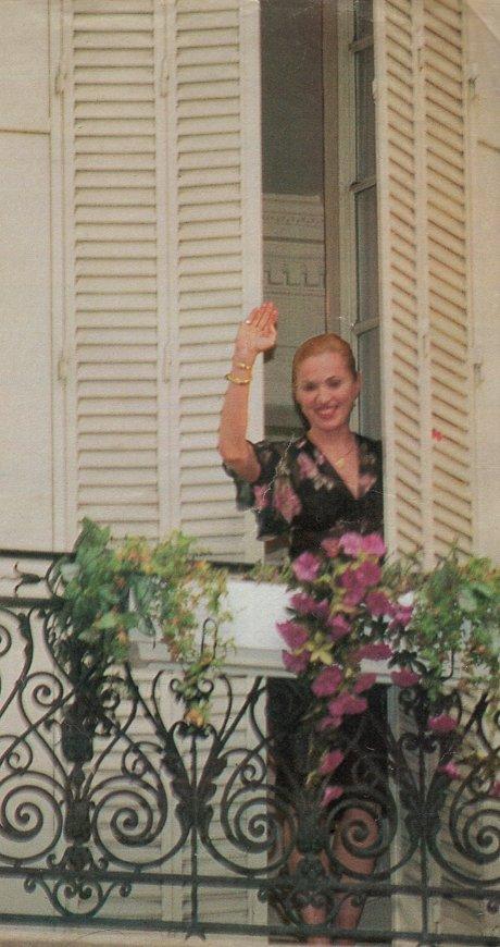 madonna hotel argentina saludando