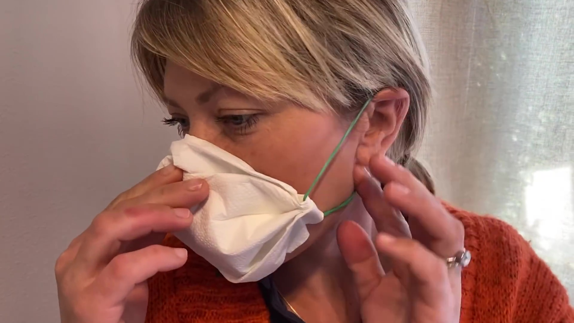 mascara coronavirus toalla femenina kotex